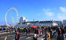 Miles de personas protestan en Londres durante el «día de la rebelión» contra el cambio climático