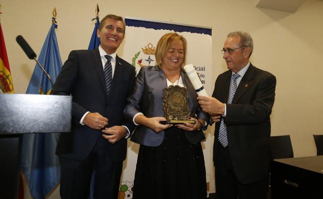 La presidenta del CSIC recibe la medalla del Colegio de Químicos