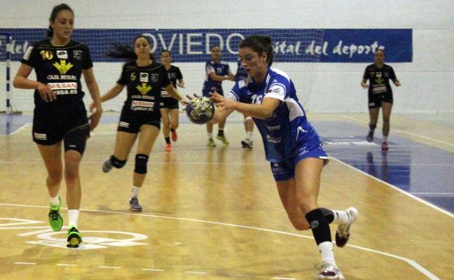 El Oviedo gana el derbi y ya es líder