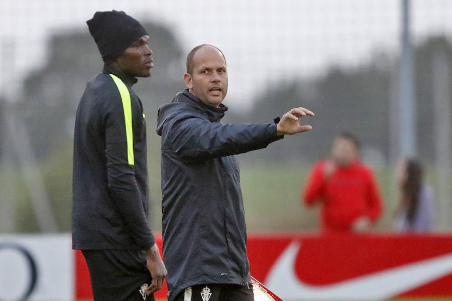 José Alberto López dirige su primer entrenamiento con el Sporting