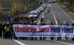 150 mineros de contratas inician una 'marcha negra' para exigir alternativas