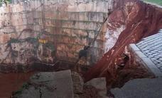 Al menos dos muertos al hundirse una carretera en Portugal