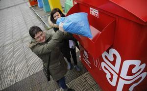 Asturagua se suma a la iniciativa de Cogersa para la recogida de ropa, calzado y complementos