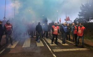 Los piquetes impiden el acceso a la cárcel de Asturias en la tercera jornada de huelga