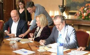 Mercedes Fernández pide a los socialistas que «se aclaren entre ellos» sobre el asturiano