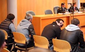 Los cuatro acusados de robar en 40 viviendas en Oviedo niegan los hechos: «Vinimos a comprar un coche»