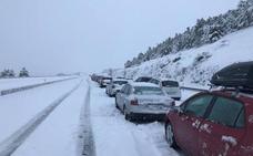 15.000 euros de multa para la concesionaria de la AP-6 por el colapso que dejó a miles de usuarios atrapados en la nieve