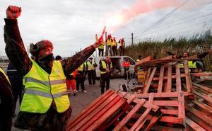 El Gobierno francés cifra en 528 los heridos en las protestas del carburante