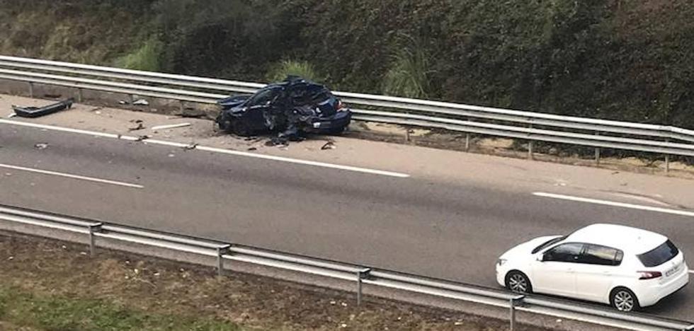 Cuatro heridos en un accidente en la autovía del Cantábrico en Castrillón