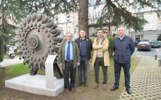 La Escuela de Minas expone una pieza centenaria de la central hidráulica de La Malva