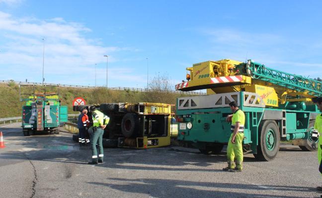Retenciones en Quintueles tras volcar un camión de bomberos