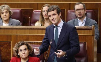 Casado denuncia el «cinismo» de Sánchez porque «hoy visita a un dictador vivo» y Franco «está muerto»