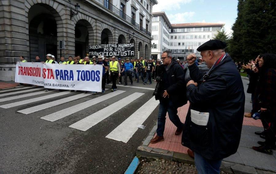La 'marcha negra' recorre las calles de Oviedo