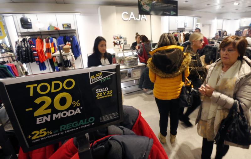 El 'Black Friday' llena las tiendas en Asturias