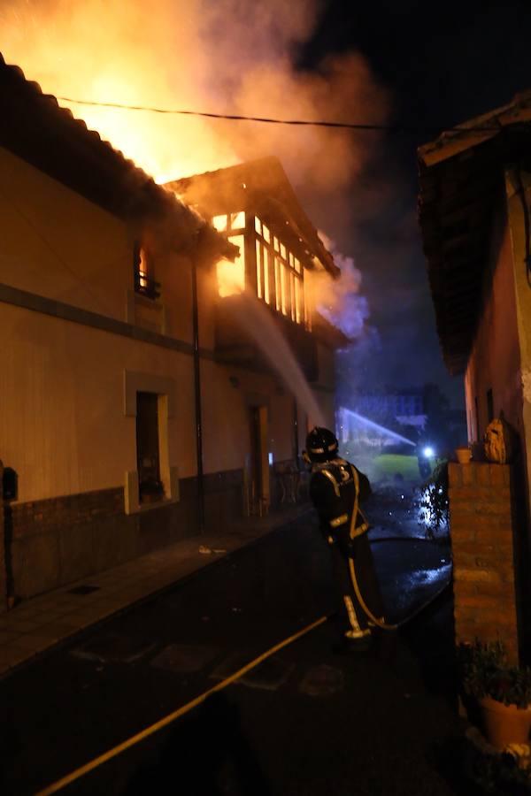 Un incendio calcina una vivienda en Noreña