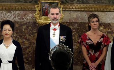 Begoña Gómez apuesta por la moda asturiana para la cena en el Palacio Real