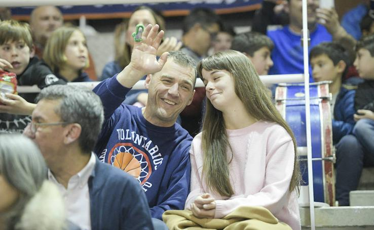 ¿Estuviste en el Oviedo Baloncesto - Tau Castelló? ¡Búscate|