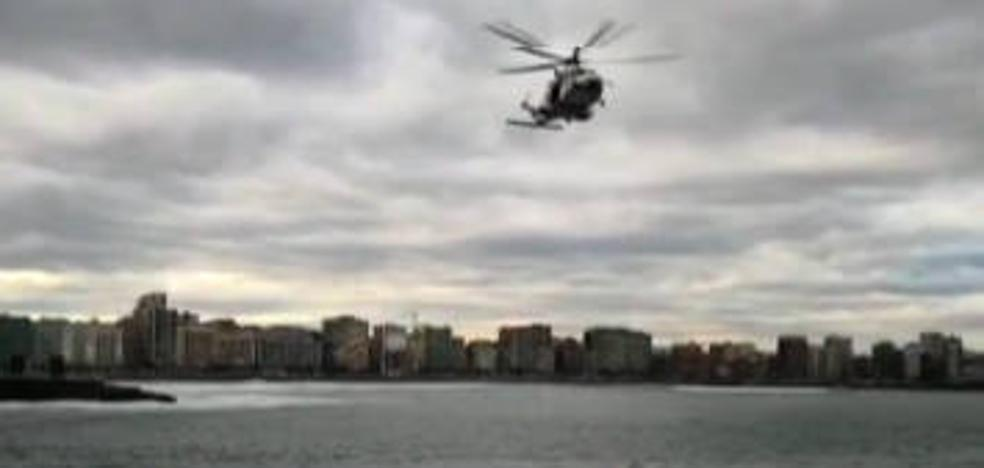 Rescatan un cadáver en la Playa de San Lorenzo de Gijón