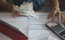 El pago a proveedores es tres veces menor que en 2014, aunque sigue incumpliendo la ley