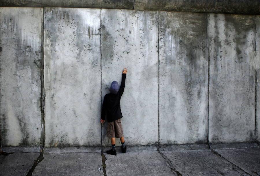 El alcalde de Alcorcón ha desatado la polémica en Twitter al comparar el proyecto Madrid Central con el Muro de Berlín