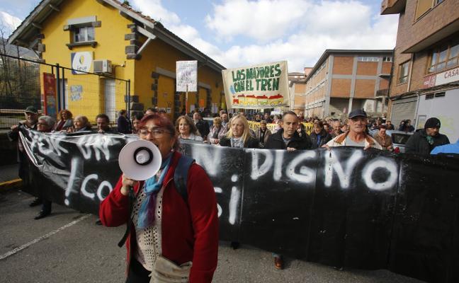 500 vecinos exigen un tren digno en Aller
