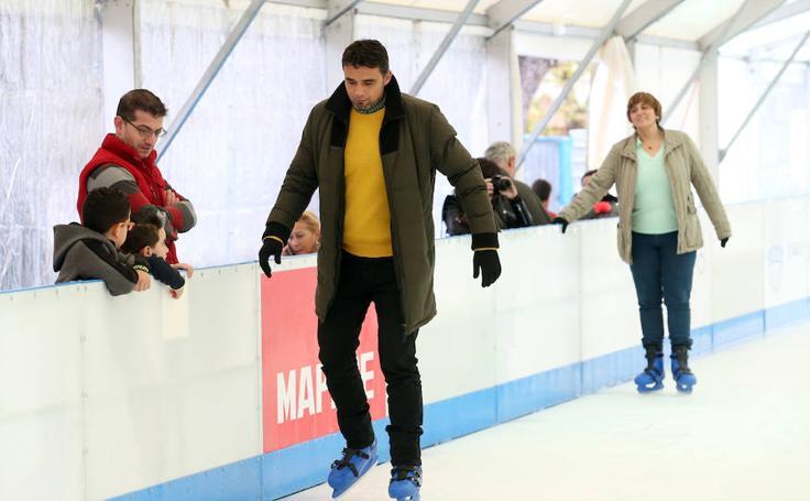 Oviedo estrena la pista de patinaje sobre hielo