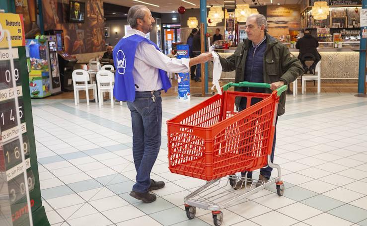 Recogida solidaria de alimentos en Gijón