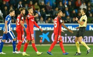 El Sevilla se deja el liderato en Vitoria