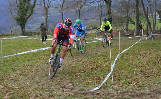 El III Ciclocross Villa de Tineo bate récord de participantes con más de doscientos inscritos