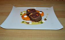 Lomo de corzo marinado con lingote de calabaza a la naranja y crema agria