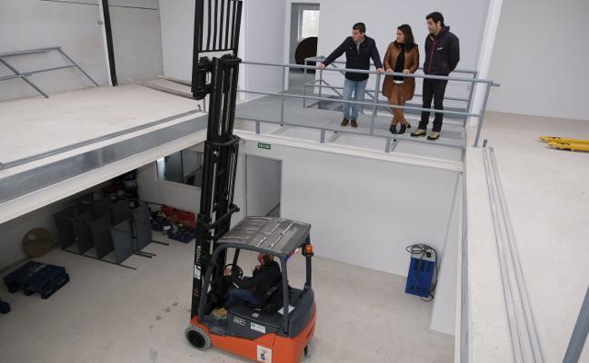 Ribadesella estrena su nave de obras e inicia la regeneración de La Mediana