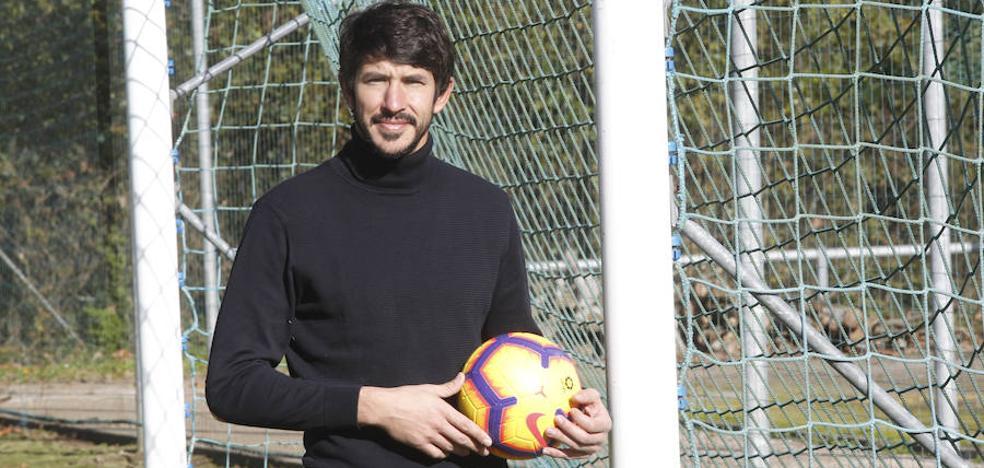 Champagne: «El equipo puede dominar el partido con pelota y está aprendiendo a sufrir si no la tiene»