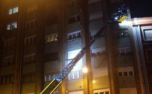 Cinco afectados por inhalación de humo en el incendio de un piso en Gijón