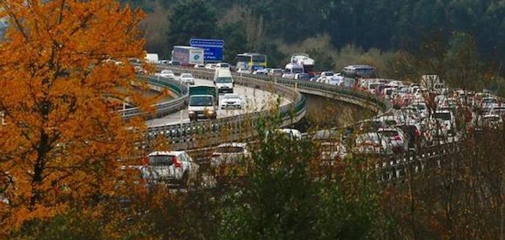 Tres horas de colapso en la 'Y' tras la colisión de cuatro vehículos