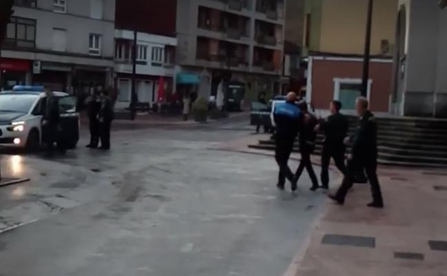 Los empleados frustran el robo en un banco en pleno centro de Pola de Lena