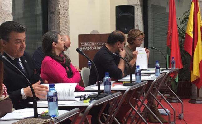 Llanes aprueba destinar cerca de 2,2 millones a reducir su deuda municipal
