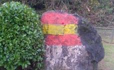 Segundo ataque vandálico en el monolito de Vindoria, en Langreo, en un mes