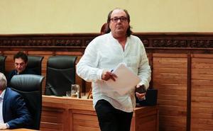 Mario Suárez se va del Pleno tras llamarle Pérez «alcalde consorte»