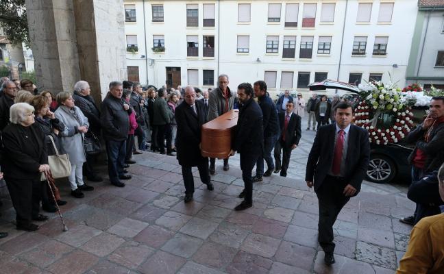 Decenas de personas despiden a Rogelio Marotías en Llanes