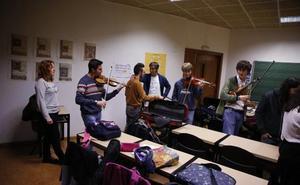 La plantilla del Conservatorio del Valle del Nalón teme por su empleo al decidir el juez quién será el gestor