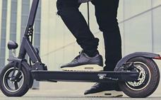 Pravia prohíbe a mayores de doce años circular en patinete por las aceras