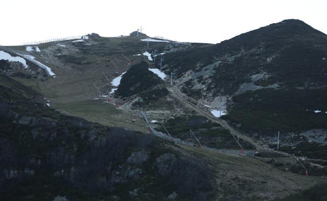 El turismo de naturaleza atenúa las anulaciones por la ausencia de nieve