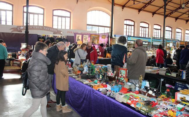 La Feria de Desembalaje de Antigüedades reúne a treinta expositores