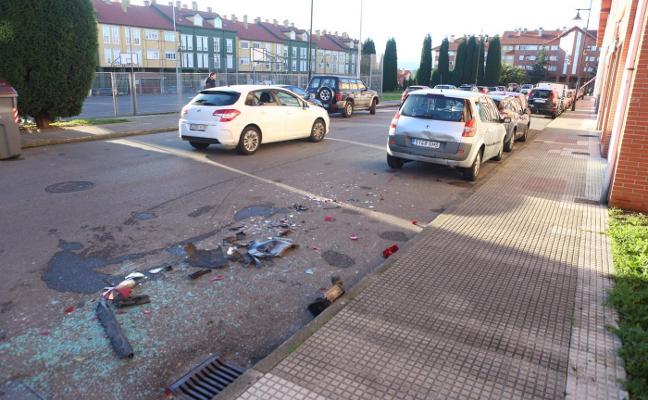 Detenido gracias al rastro que dejó su vehículo tras chocar con otros cuatro en Castrillón