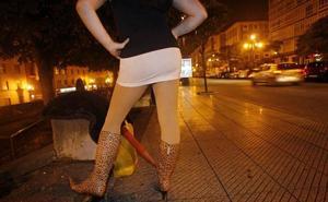 Multas a los clientes de prostitutas y cárcel si es con una menor