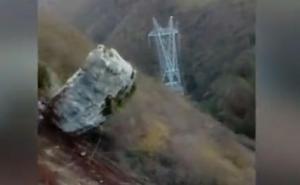 Así echaban las rocas abajo los operarios: «Ahí va me cago en...»