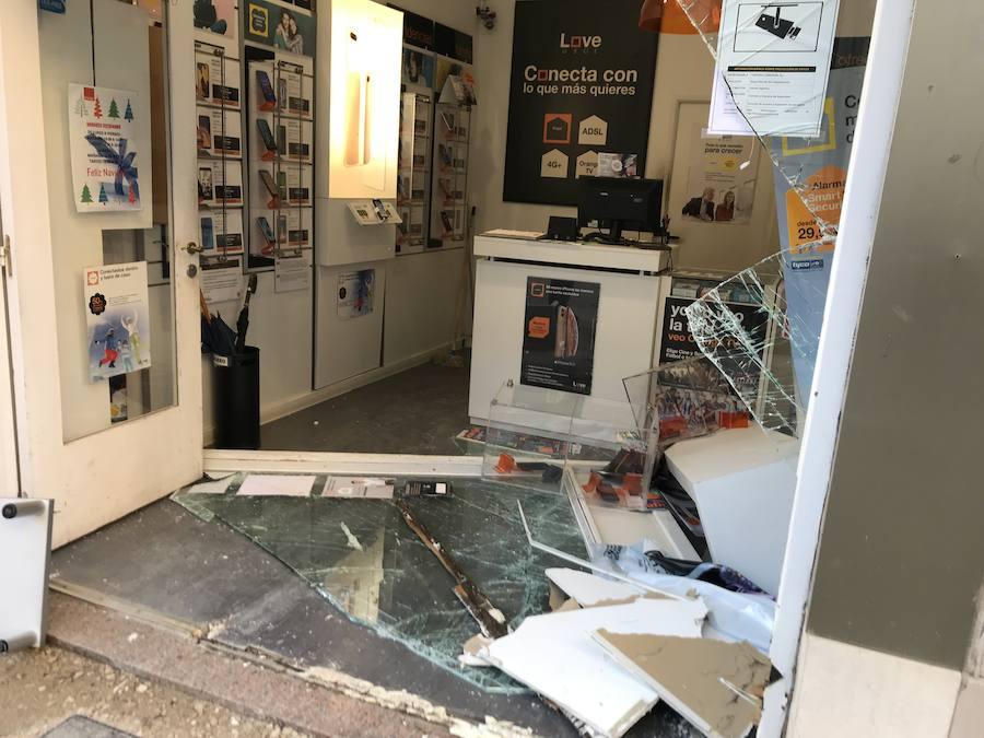 Impiden el robo de una tienda de telefonía en Llanes