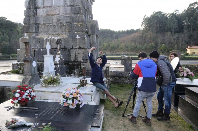 Rodrigo Cuevas graba un videoclip en el cementerio de Barro