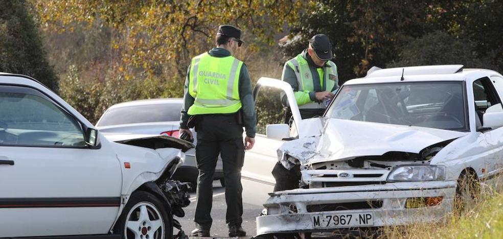 Tres heridos leves tras una colisión frontal en La Plata