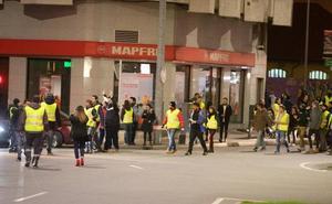 Los chalecos amarillos cortan el tráfico en Avilés